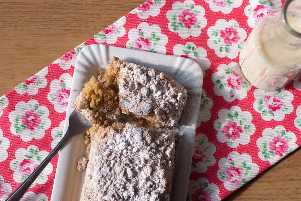 Rhubarb Crumble Cake