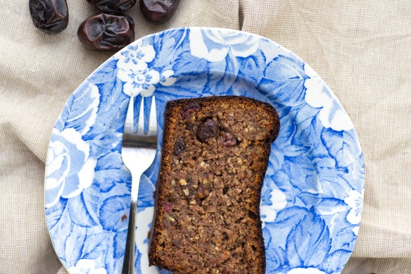 Date-and-Almond-Bread-2